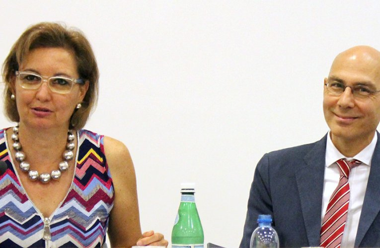 MANAGING MIGRATION FLOWS THE FOCUS OF VARVITSIOTIS MEETING WITH IOM'S LAURA THOMPSON